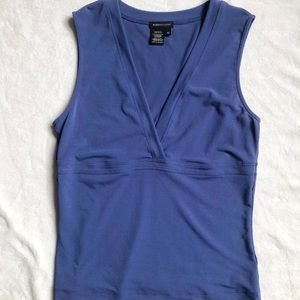 Bcbgmaxazria sleeveless v-neck top